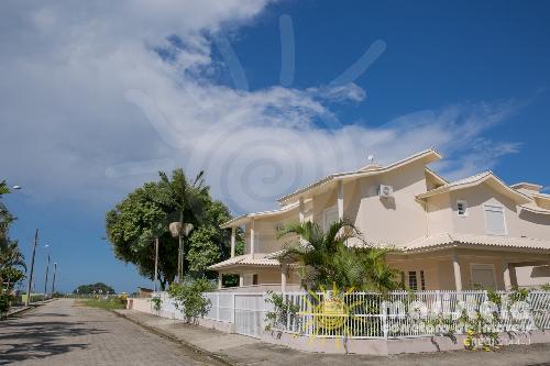 Casa alto padrão próximo a praia.
