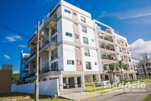 Apartamento duplex com vista para o mar.