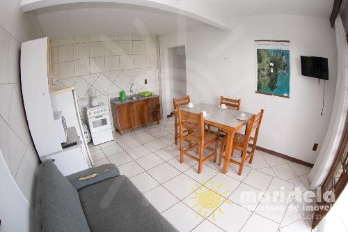 Apartamento bem localizado à 200 metros da praia.