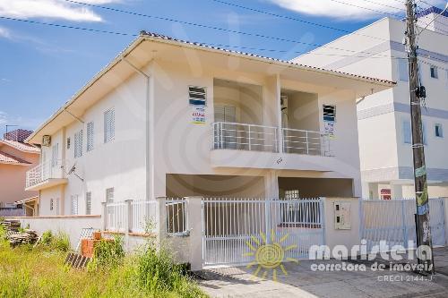 Casa geminada ampla, no Palmas do Arvoredo.