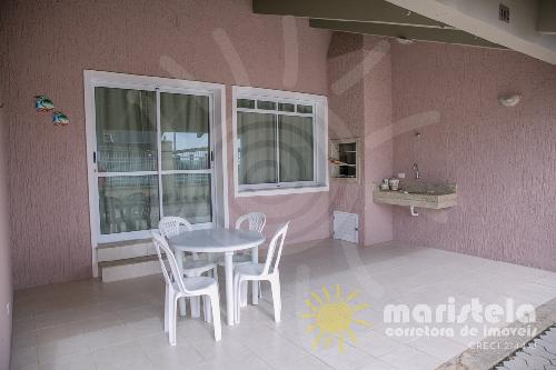 Casa em condomínio de alto padrão, próximo a praia.